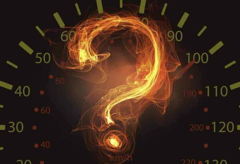 Las marcas, ¿deberían limitar la velocidad de sus coches al fabricarlos?