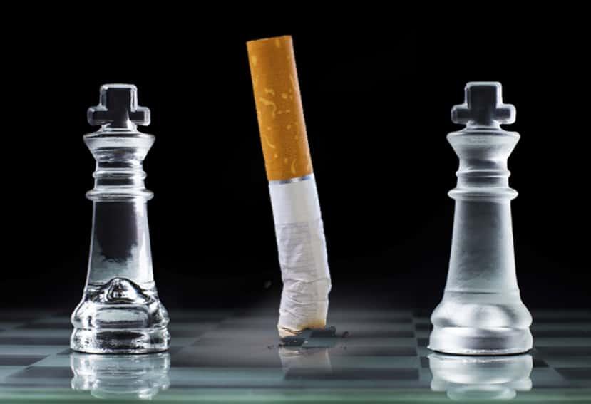 Expertos de tráfico enfrentados por la prohibición de fumar en el coche