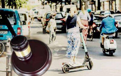 Bicis, patinetes y peatones han de cumplir las normas de tráfico