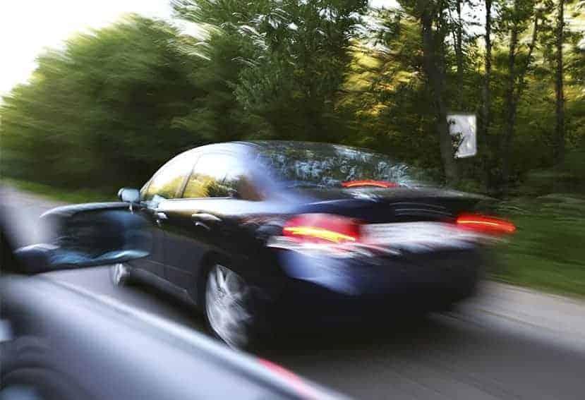 Averigua qué conductor es multado al adelantar por la derecha