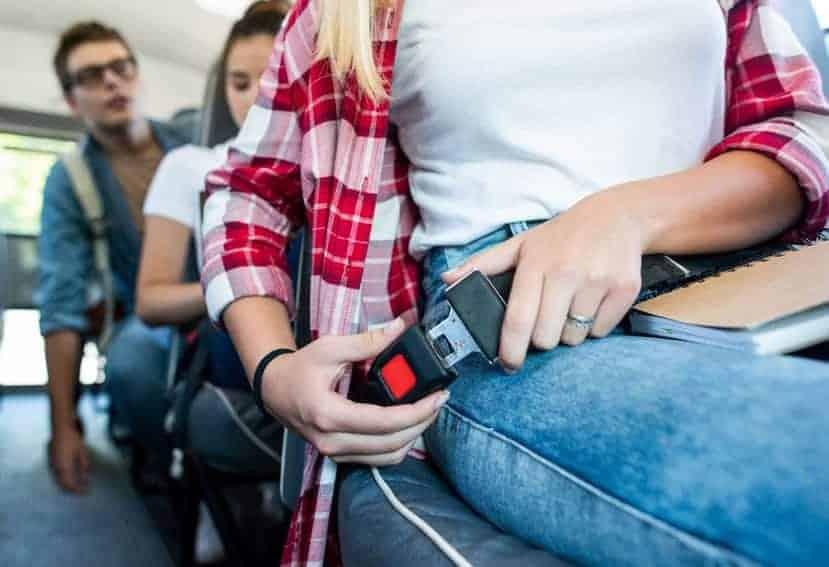 El uso del cinturón de seguridad en el autobús